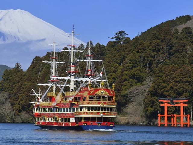 hakone ropeway-pirates ship